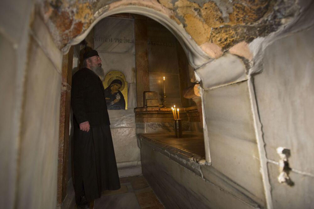 Poza tym z Kuwukli usunięto niektóre elementy dekoracyjne z późniejszych czasów i teraz kaplica wygląda tak, jak w chwili zbudowania w 1810 roku.