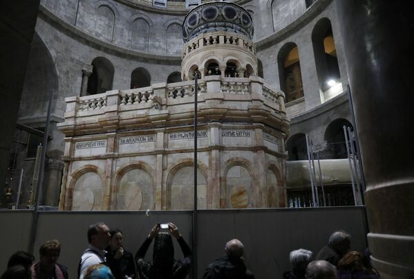 Świątynia jest objęta opieką Kościoła Jerozolimskiego, Ormiańskiego i Rzymskokatolickiego, które udzieliły zgody na pierwszą w jej historii konserwację. - Sputnik Polska