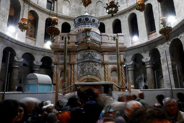 W Jerozolimie dobiegła końca konserwacja kaplicy nad Grobem Pańskim. - Sputnik Polska
