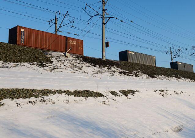 Pociąg towarowy kursujący na jednym wz odcinków Kolei Transsyberyjskiej