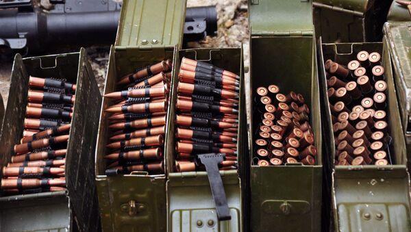 Broń i amunicja znalezione przez organy ścigania ŁRL - Sputnik Polska