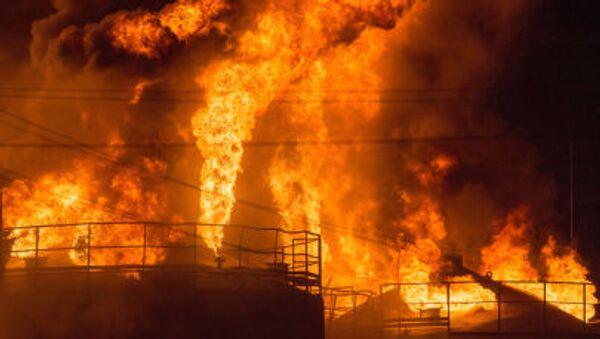 Pożar w bazie paliwowej pod Kijowem - Sputnik Polska