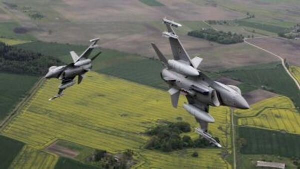 Samoloty NATO latają z wyłączonymi transponderami - Sputnik Polska