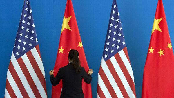Flagi USA i Chin - Sputnik Polska