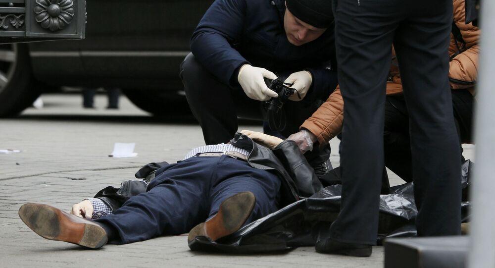 Funkcjonariusze organów ścigania na miejscu zabójstwa byłego deputowanego Dumy Państwowej Federacji Rosyjskiej Denisa Woronienkowa w Kijowie