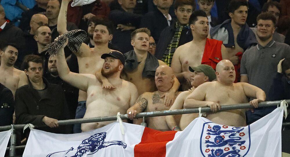 Brytyjscy kibicie na meczu Anglia-Niemcy w Dortmundzie