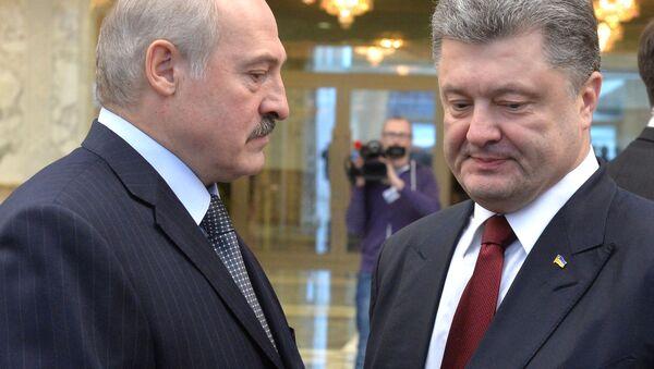Prezydent Białorusi Aleksander Łukaszenka i prezydent Ukrainy Petro Poroszenko - Sputnik Polska