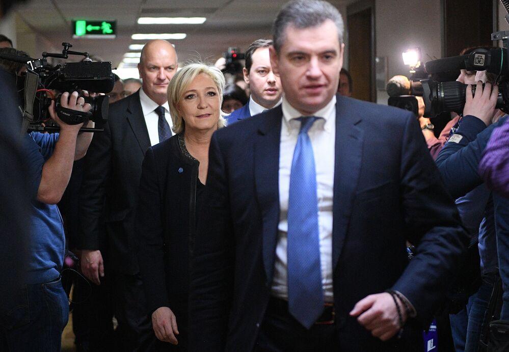 Liderka Frontu Narodowego i kandydatka na prezydenta Francji Marine Le Pen i przewodniczący Komisji Spraw Zagranicznych Dumy Państwowej Leonid Słucki.