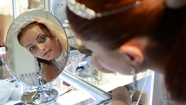 Rosjanka w salonie ślubnym na WDNCh - Sputnik Polska