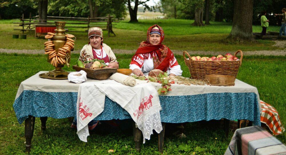 Święto Spasy w muzeum architektury drewnianej w Nowogrodzie Wielkim.