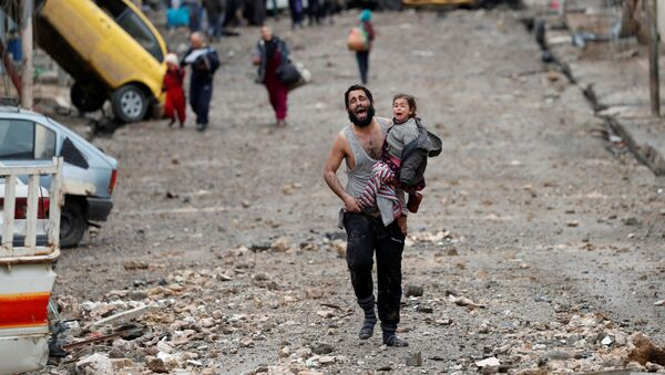 Wydobyto 61 ciał spod zburzonego w wyniku nalotu budynku w zachodniej części Mosulu - Sputnik Polska