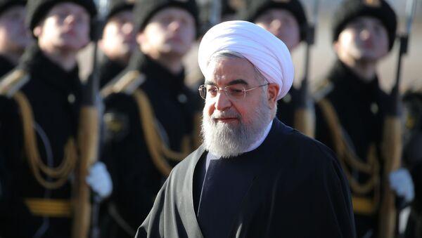 Prezydent Iranu Hasan Rouhani podczas ceremonii powitania na lotnisku Wnukowo 2 - Sputnik Polska