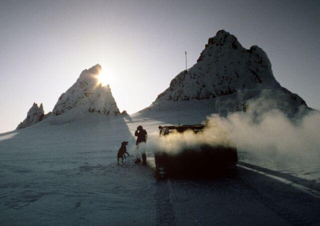 Polarnicy na wyspie Hayesa