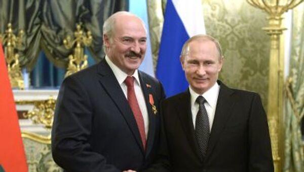 Prezydent Białorusi Aleksandr Łukaszenka z prezydentem Rosji Władimirem Putinem - Sputnik Polska