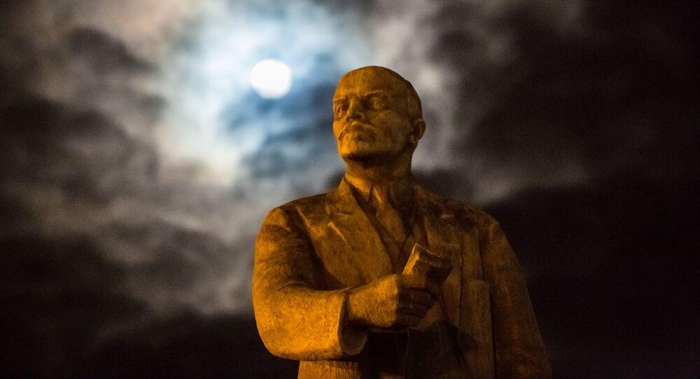 W mieście Czop w obwodzie zakarpackim Ukrainy sprzedano pomnik Włodzimierza Lenina na aukcji za niemal 10 tys. dol.