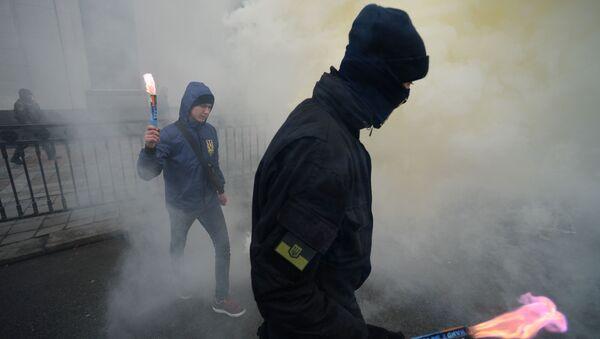 Przedstawiciele organizacji nacjonalistycznych podczas wiecu w centrum Kijowa - Sputnik Polska