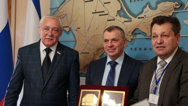 Juri Hempel, Andreas Maurer i przewodniczący Rady Państwa Republiki Krymu Władimir Konstantinow - Sputnik Polska