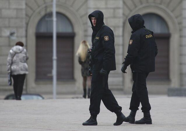 Pracownicy milicji w Mińsku