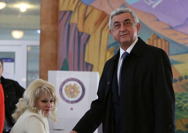 Prezydent Armenii Serż Sarkisjan podczas wyborów parlamentarnych w Erewaniu