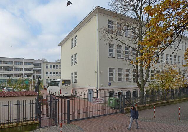 Budynek szkoły przy ul. Kieleckiej 45 w Warszawie