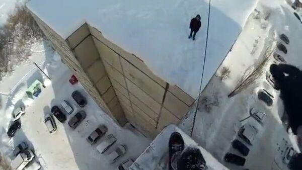 Nastolatek z Ufy pokazał skok z wieżowca - Sputnik Polska