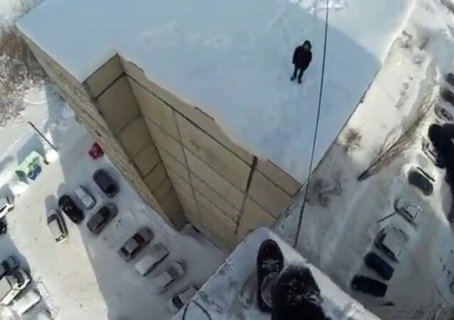 Nastolatek z Ufy pokazał skok z wieżowca
