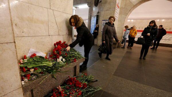 Kwiaty na stacji metra Technologiczeskij Institut - Sputnik Polska