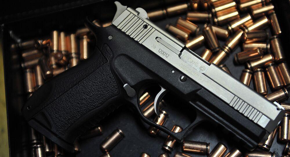 Pistolet z nabojami