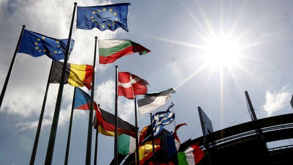 Flagi krajów Unii Europejskiej przed budynkiem Parlamentu Europejskiego w Strasburgu - Sputnik Polska