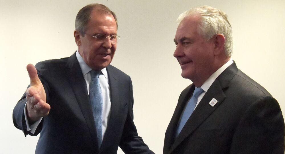 Minister spraw zagranicznych Rosji Siergiej Ławrow i sekretarz stanu USA Rex Tillerson