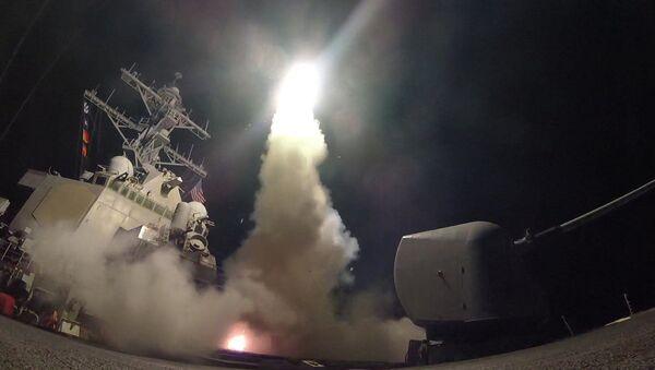 USA zaatakowały w nocy bazę lotniczą w pobliżu miasta Homs w Syrii. - Sputnik Polska