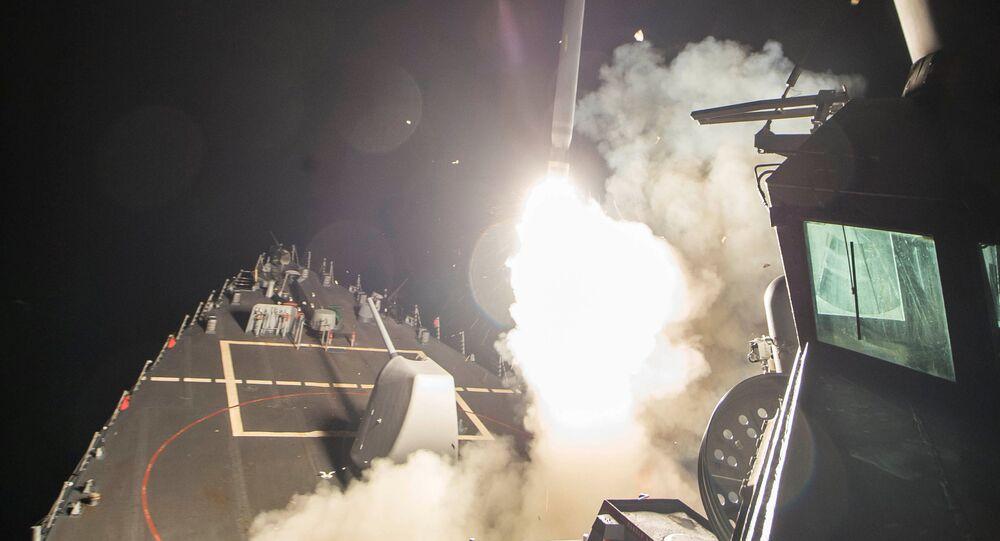 USA zaatakowały w nocy bazę lotniczą w pobliżu miasta Homs w Syrii.