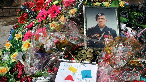 Mogiła dowódcy powstańców DRL Arsena Pawłowa (Motoroli) na cmentarzu w Doniecku - Sputnik Polska