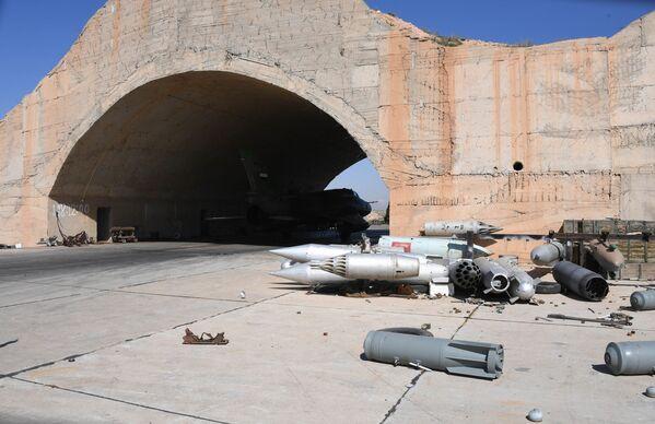 Skutki ataku USA na syryjskie lotnisko - Sputnik Polska