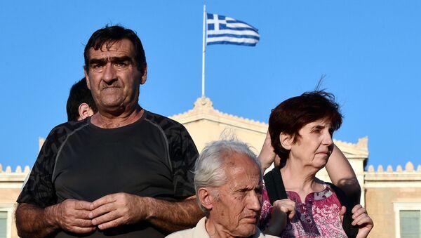 Protestujący przeciwko umowy MFW z UE pod greckim parlamentem w Atenach - Sputnik Polska