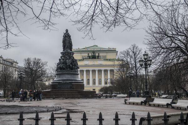 Pomnik Katarzyny II na Placu Ostrowskiego w Petersburgu. - Sputnik Polska