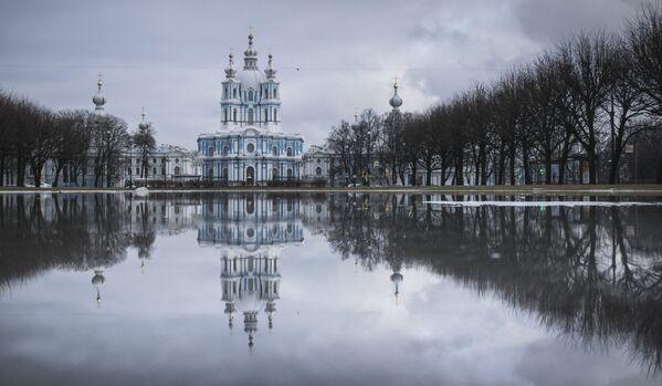 Smolny Monaster Zmartwychwstania Pańskiego w Petersburgu. - Sputnik Polska