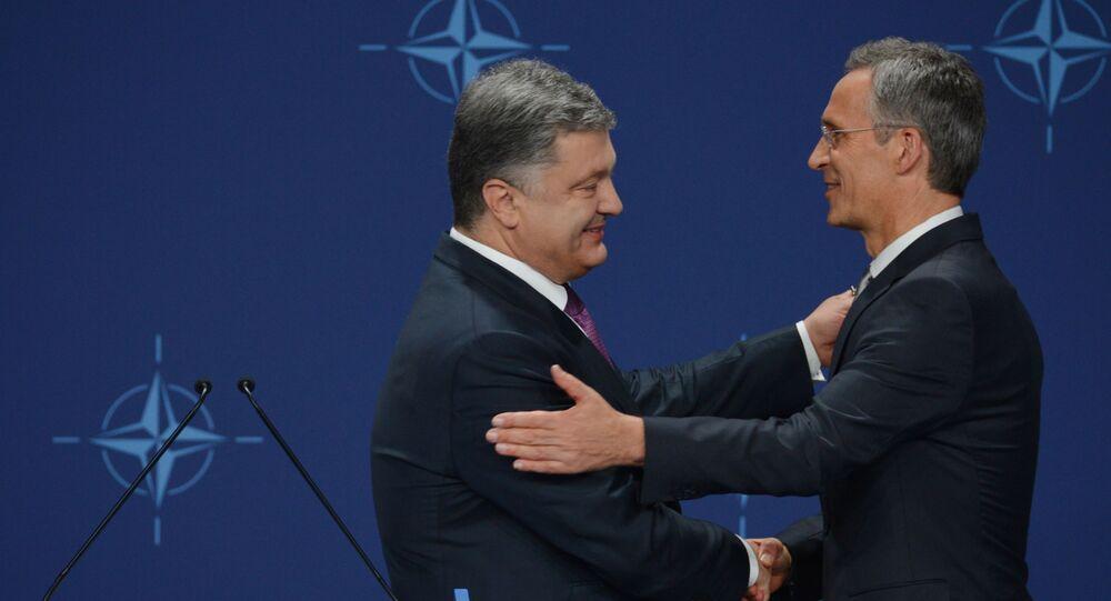 Petro Poroszenko i Jens Stoltenberg na szczycie NATO w Warszawie