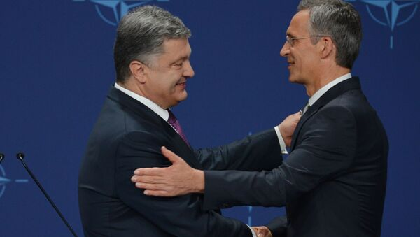 Petro Poroszenko i Jens Stoltenberg na szczycie NATO w Warszawie - Sputnik Polska