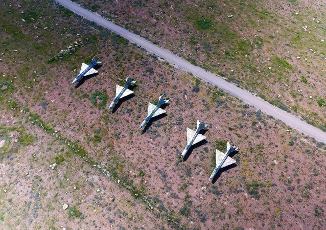 Syryjskie samoloty na terytorium bazy lotniczej Szajrat, która stała się celem ataku rakietowego USA