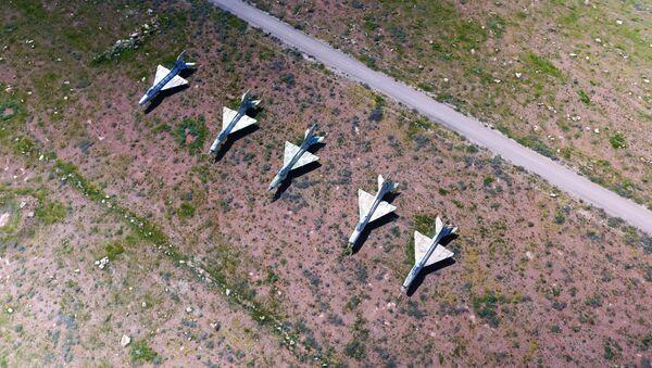 Syryjskie samoloty na terytorium bazy lotniczej Szajrat, która stała się celem ataku rakietowego USA - Sputnik Polska