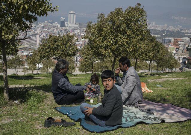 Syryjscy uchodźcy w tureckiej prowincji Izmir
