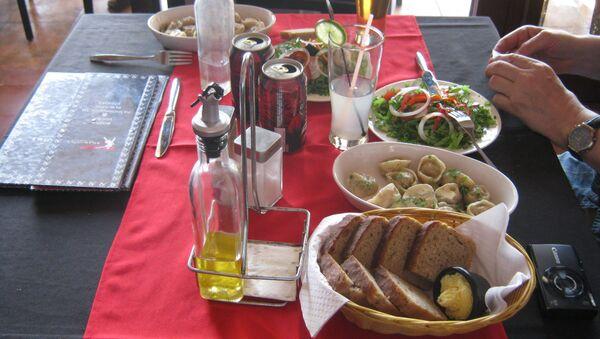Pod adresem Malecón 25 w Hawanie znajduje się radziecka restauracja Nazdarovie - Sputnik Polska