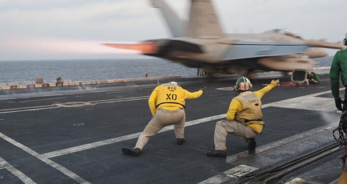 Lotniskowiec klasy USS Carl Vinson