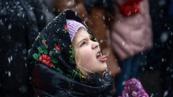 Dziewczynka podczas obchodów Maślenicy w Moskwie. - Sputnik Polska