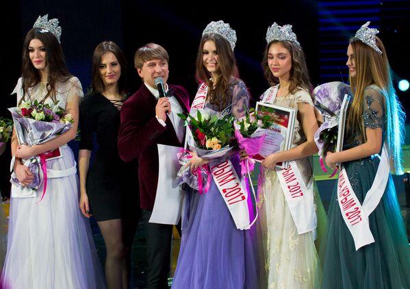 """Prowadzący konkursu """"Miss Republiki Krymu 2017"""", mistrz olimpijski w łyżwiarstwie figurowym Aleksiej Jagudin. - Sputnik Polska"""