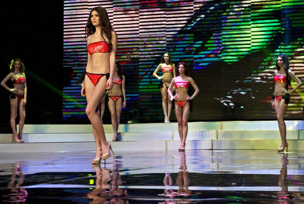 """Uczestniczki konkursu """"Miss Republiki Krymu 2017""""."""
