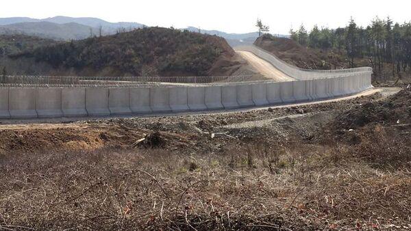 Turcja wybuduje betonową ścianę na granicy z Syrią o długości 556 km - Sputnik Polska