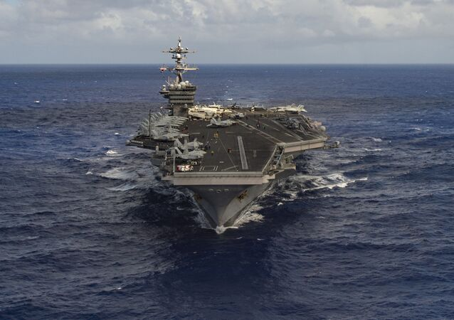 Lotniskowiec Carl Vinson na Pacyfiku