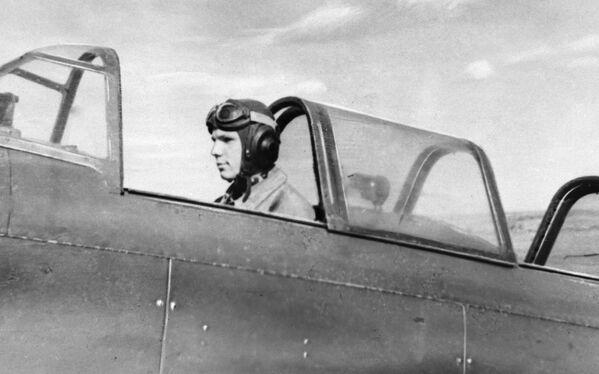 Jurij Gagarin w kokpicie samolotu, Saratów - Sputnik Polska